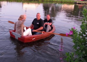 Omar brings Peter and Ineke to the other shore and almost sinks!